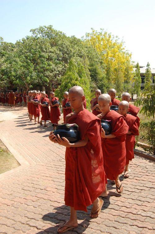 monk schwedaggon burma