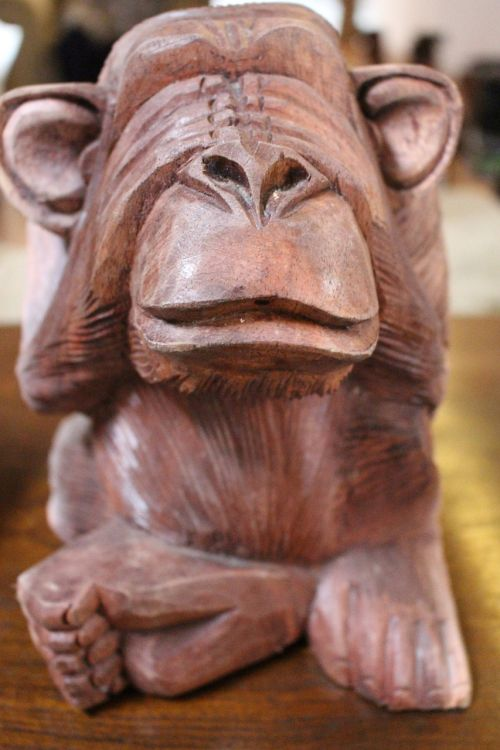 monkey sculpture carving