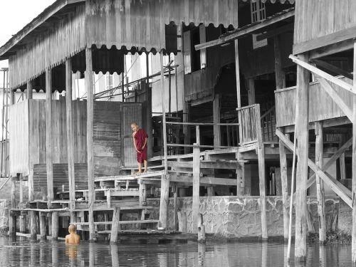 monks buddhism inle lake