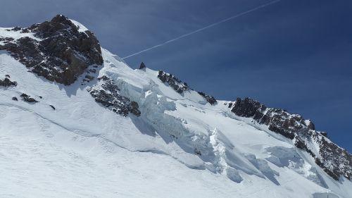 mont maudit glacier seracs