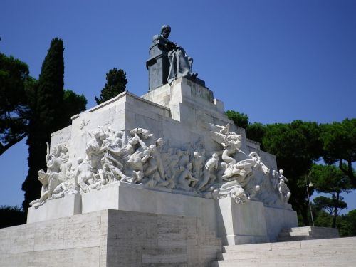 monument statue places of interest