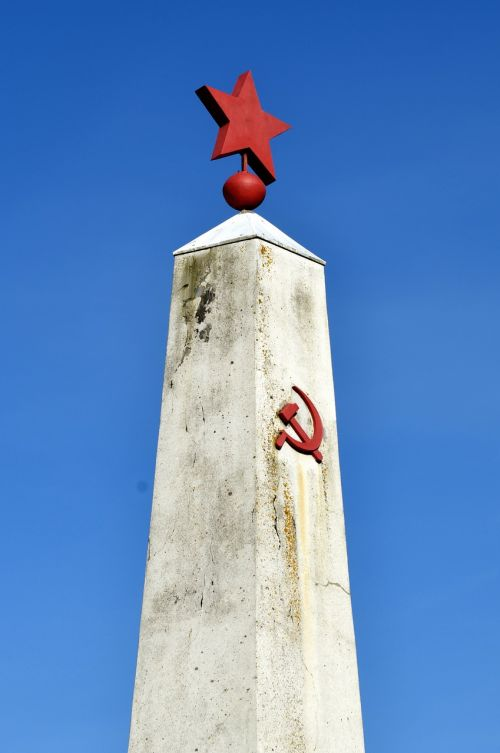 monument hammer and sickle hammer