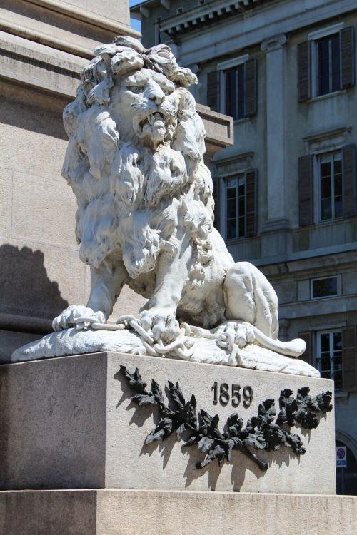 monument leo statue