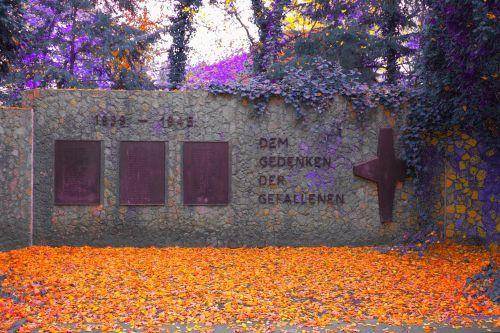 monument memorial soldiers