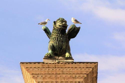 monument statue memory