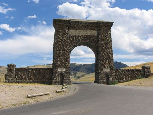 monument roosevelt gate yellowstone