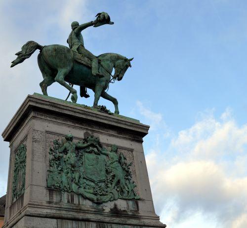 monument statue horse