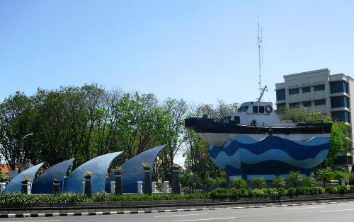 monument kapal tanjung perak