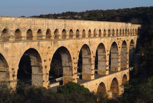 monument pont du gard aqueduct