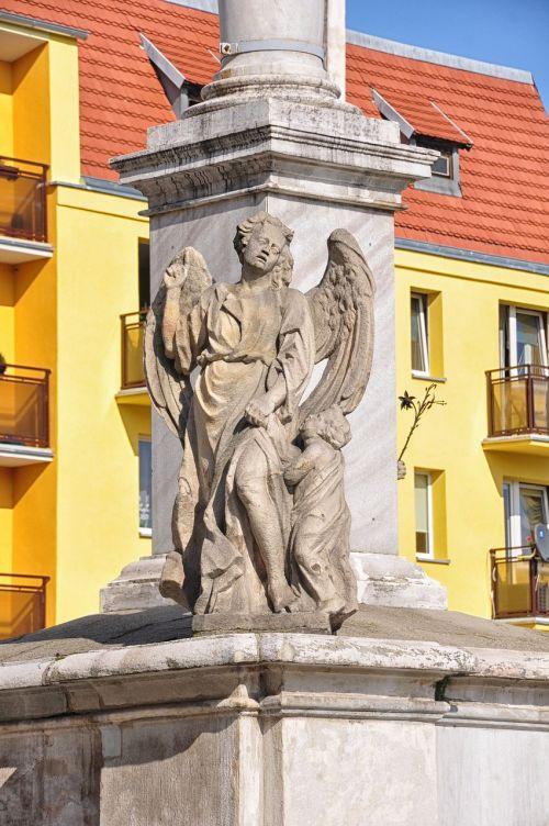 monument the market prudnik