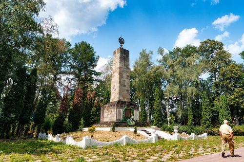 monument 2 world war