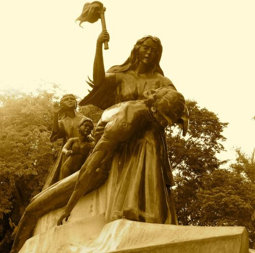 monument nationalism sacrifice