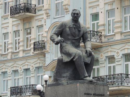 monument kiev ukraine