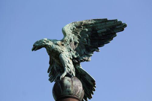 monument adler raptor