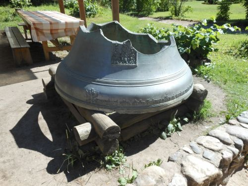 monument bell showplace