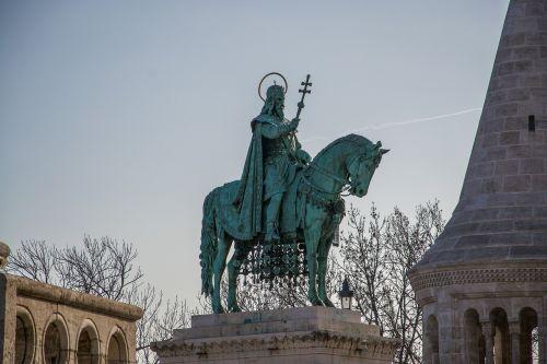 monument king budapest