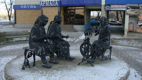 Monument To Knitting Women