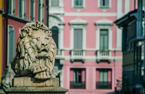 monza leo statue