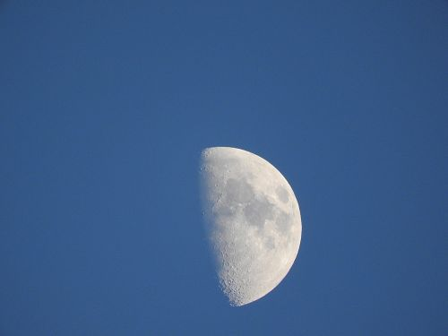 moon daylight crescent
