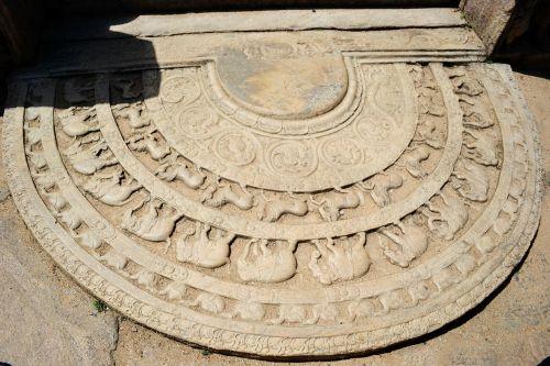 moonstone polonnaruwa ancient ruins