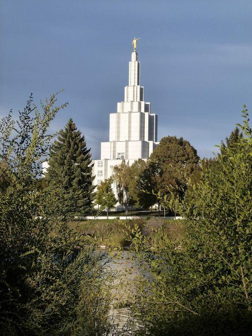 mormon temple building