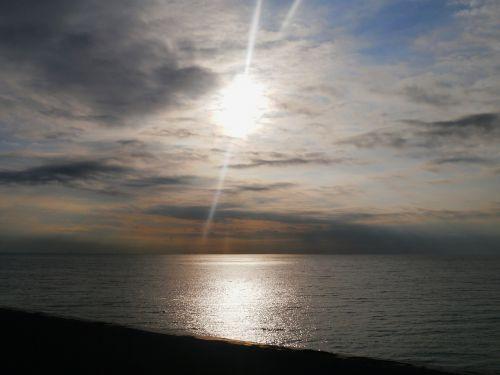 morning sea light