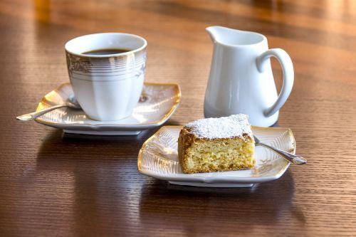 ryto desertas,obuolių pyragas su kava,energijos šuolis,saldus užkandis,malonumo momentas,kava ir pyragas,restoranas,kavinė,kava,stilius,Iš arti,juoda kava,teigiamas rytas,pradėti dieną