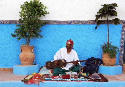 moroccan street performer