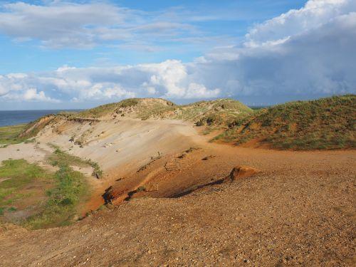 morsum-klifas,uolos,smėlio akmuo,smėlis,spalvinga,spalva,uolos,sylt,morsum,gamtos rezervatas,nacionalinis geotas,Ostscholle,limonito smėlio akmuo,jūra,vanduo,debesys,kaolino smėlis,glimmerton,glimmerton plekšnė,kopos,smėlio kopos,raudona uoliena,geest core,geest