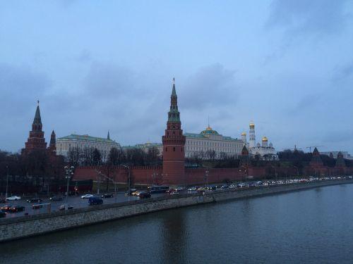 moscow the kremlin kremlevskaya embankment