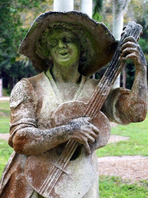 moss statue garden
