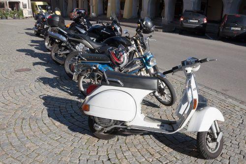 motor scooter vespa cult
