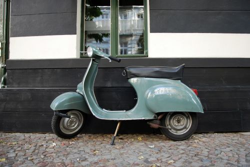 motor scooter vespa cult