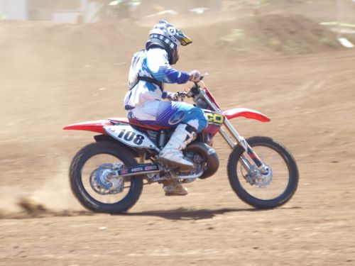 motorcycle dirt race