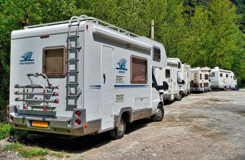 motorhomes park campers