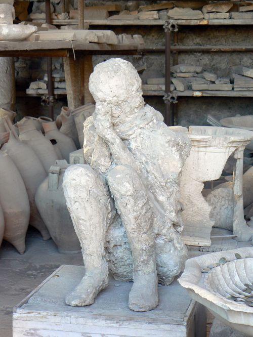 mould emptying pompeii