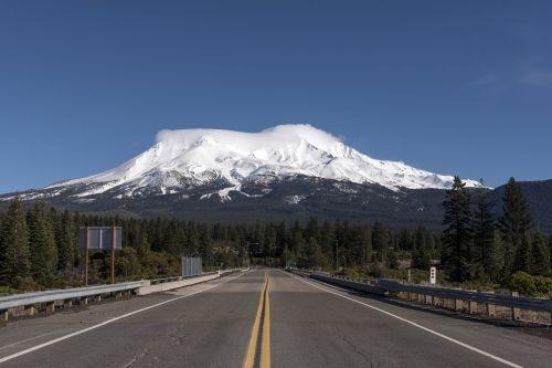 mount shasta snow highway