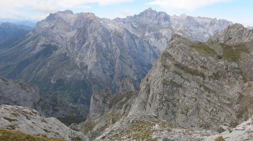 mountain picos de europa jermoso hill