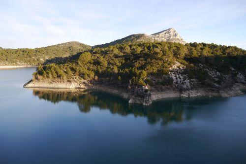 mountain sainte-victoire aix-en-provence