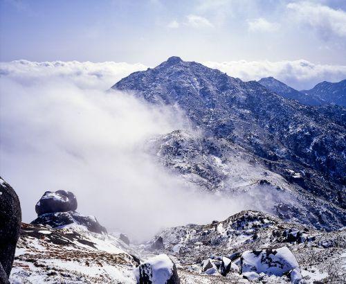 mountain snow cloud
