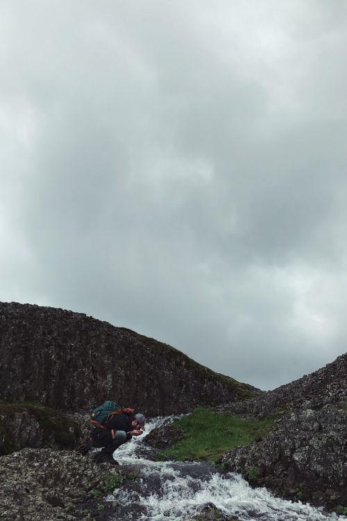 kalnas,debesys,dangus,kelionė,gamta,nuotykis,kelionė,kelionė,žygis,lipti,žmonės,vyras,vanduo