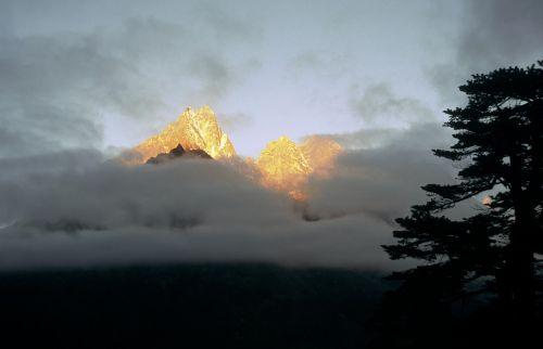 mountain nepal trek