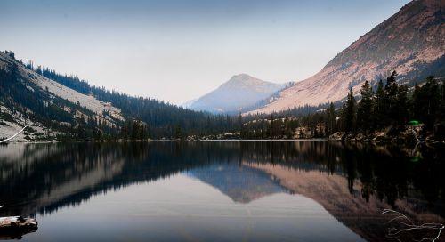 mountain lake sawtooth mountains