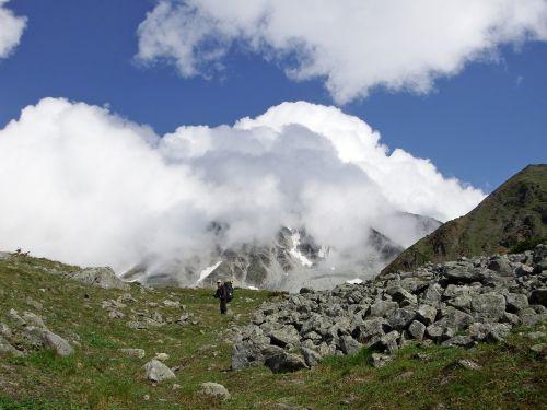 kalnas,alpinizmas,takas,sluoksnis,akmenys,aukštis,debesys,kraštovaizdis,panoraminis,gamta,dangus,Sneznik