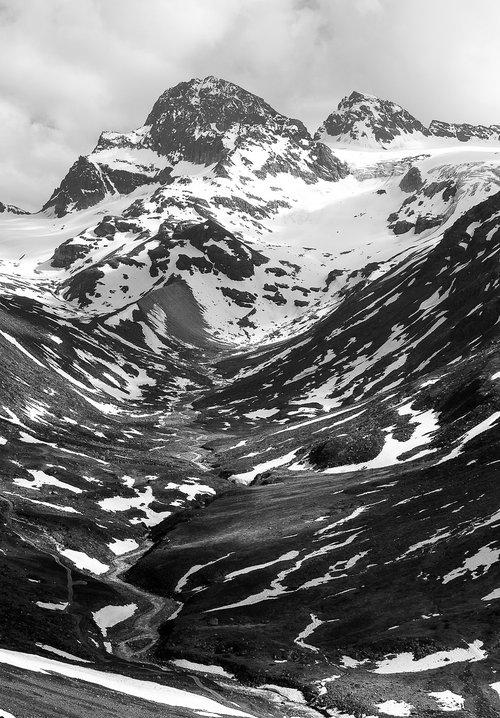 mountain  piz buin  black and white