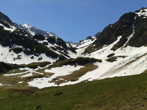 mountain col landscape