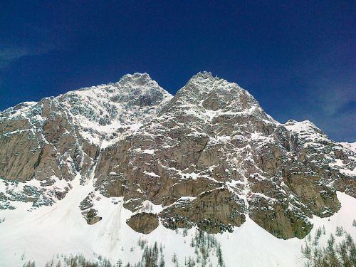 mountain valle d'aosta skiing