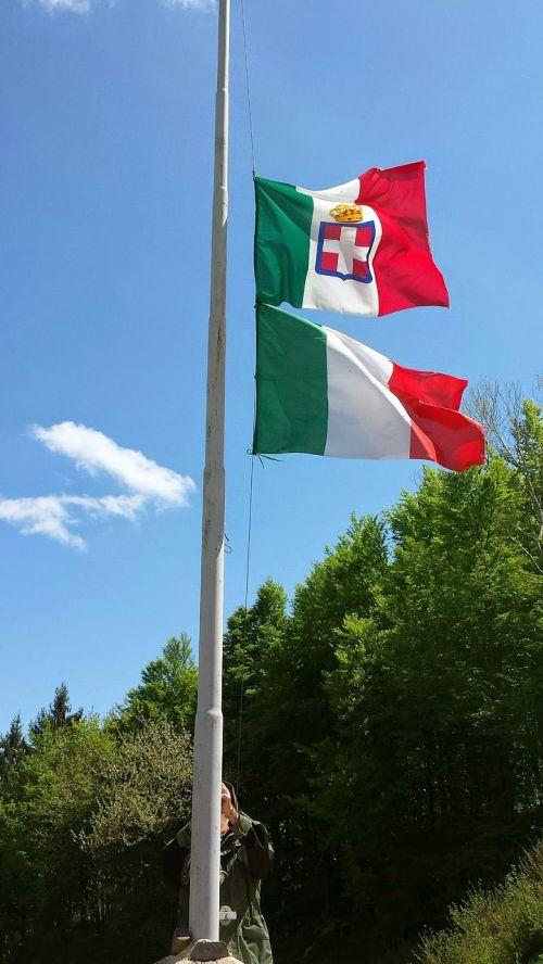 mountain tricolor italy flag