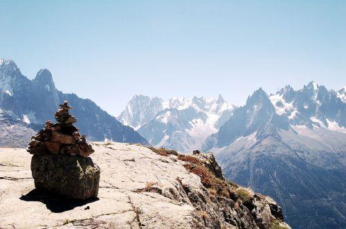 mountain views monolith