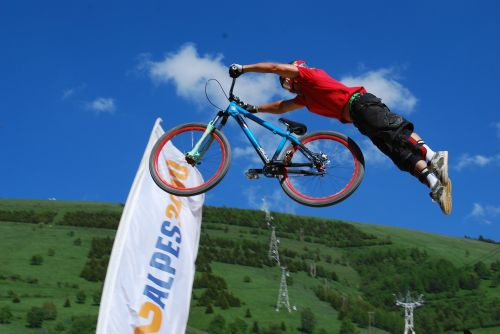 mountain biking jump acrobatics